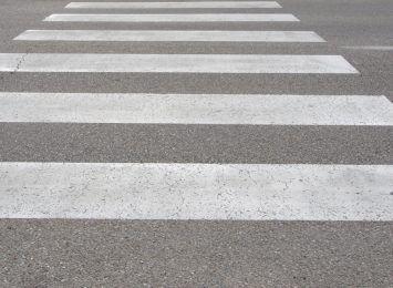 Potrącono kobietę na przejściu dla pieszych w Toruniu. Policja szuka świadków