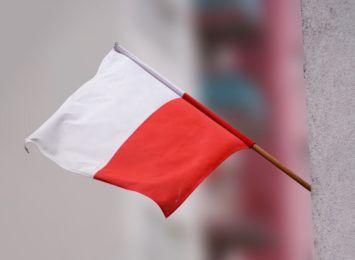 Ukradli biało-czerwone flagi. Trafili w ręce straży miejskiej