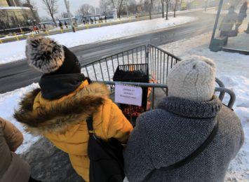 Zima w Toruniu. Na przystankach stanęły koksowniki [SONDA]