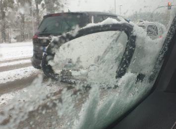 Trudne warunki drogowe. Marznąca mżawka spadła na Toruń