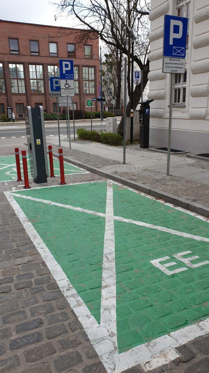 elektryki parking