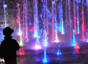 Wracają miejskie fontanny. Będą też wieczorne pokazy Cosmopolis