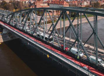 Postęp prac na moście drogowym