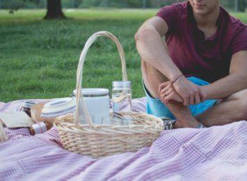 Dobra muzyka, kawa i coś na ząb. Śniadanie na trawie nad Martówką