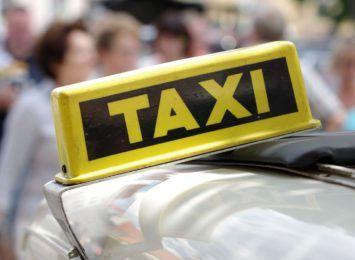 Pasażer uderzył taksówkarza