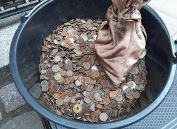 Wyłowione monety trafią do toruńskiego stowarzyszenia